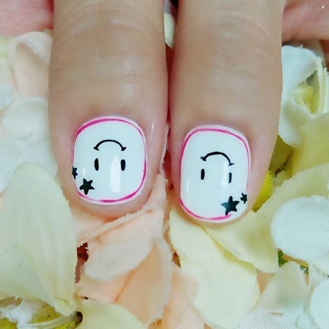 前回UPしたデザインの親指さんたち。かわいいんです。(自分で描いていてなんですがw)#にこちゃんマーク#持ち込みデザイン参考#手描きアート#春ネイル#文京区#茗荷谷#小石川#SARAHネイル #サラネイル