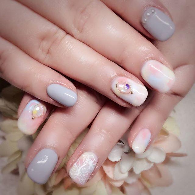 [お客様ネイル]わたくしめがしていたデザインを気に入ってくださって、カラーチェンジをして施術させていただきました。やっぱり色白さんの方がパステル似合うなぁと羨ましく思いました#春ネイル#タイダイ#タイダイネイル#お花ネイル#フラワーネイル#ポピー#白ポピー#ブローチネイル#シェルも使って涼しげ#文京区#茗荷谷#小石川#SARAHネイル#サラネイル