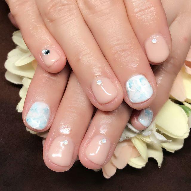 [お客様ネイル]3月の#誕生石 である#アクアマリン のネイルにしました!#誕生石ネイル ありがたい事にかなり好評です。#でも今日から4月#月日が経つのは早い#4月の誕生石はダイヤモンド #aquamarine  #diamond #ダイヤモンド#手は第二の顔#いつまでも若々しく美しく#SARAHネイル #サラネイル#茗荷谷ネイル#文京区ネイル#フィルイン #一層残し#美爪 #美肌 #美BODY#文京区 #小石川 #茗荷谷 #春日 #白山 #後楽園#トータルビューティーサロン#トータルビューティーサロンYOI#YOI #ヨイ