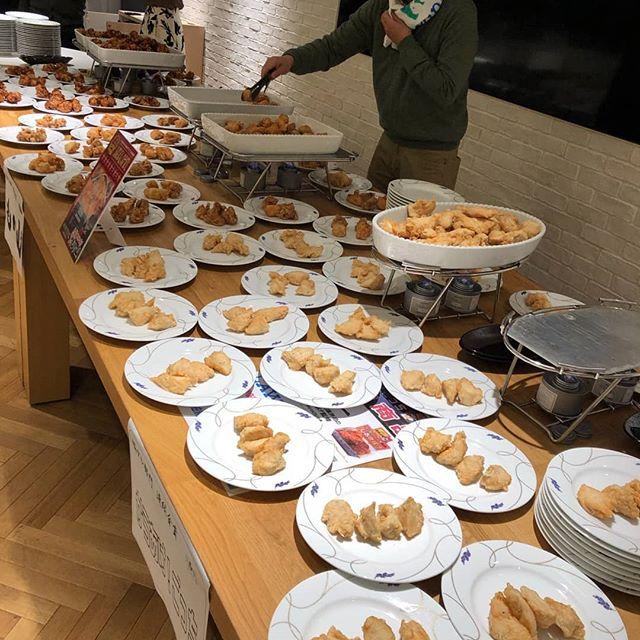 11月29日 #いい肉の日 #唐揚げ協会 主催の感謝祭らしきものに行ってきました️#忘年謝肉祭 と称し一人あたり1kg程もある大量の#唐揚げ に出会ってきました。塩から揚げが美味しすぎて…️#太っちゃうな #とか言いながら全く気にしていない笑そしていろいろな人に出会って、いろんな協会の存在を知り感動と驚愕の時間でした#パーソナルカラー #パーソナルカラー診断 #骨格診断#SARAHネイル #サラネイル#茗荷谷ネイル#文京区ネイル#フィルイン #一層残し#美爪 #美肌 #文京区 #小石川 #茗荷谷 #春日 #白山 #後楽園